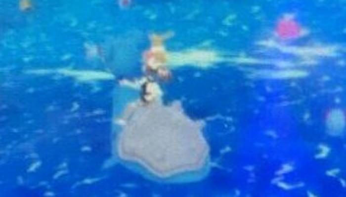 ラプラスに主人公が乗っているシーンのものですが、よく見ると主人公の頭上にイーブイがいることも分かり、Let's GO! イーブイで実現されてる、イーブイ連れ歩き