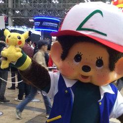 ポケモンアニメのサトシのコスプレをモンチッチが披露
