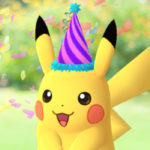 ポケモンの誕生日を、とんがり帽子をかぶったピカチュウがポケモンGOでお祝い